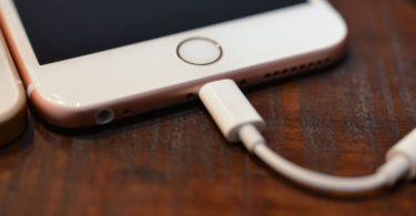 Apple sluchátka s Lightning konektorem